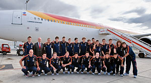 The Spanish National football team in front of the aircraft that will carry it to South Africa
