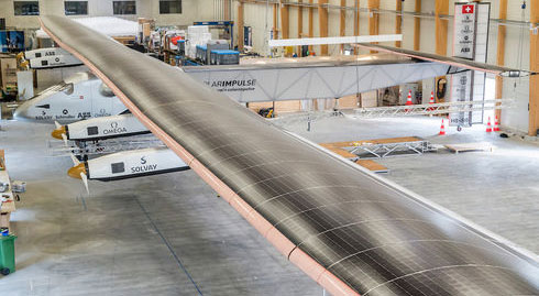 Non-stop around the globe on a solar plane
